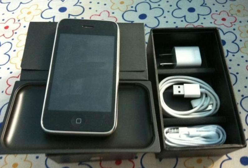 白色iPhone3GS8G几乎全新1100元