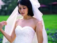 孟广美复古婚纱演绎风情新娘