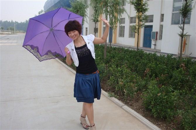靖卓凡(女,24岁)