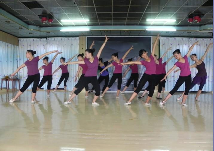 启舞舞蹈培训中心