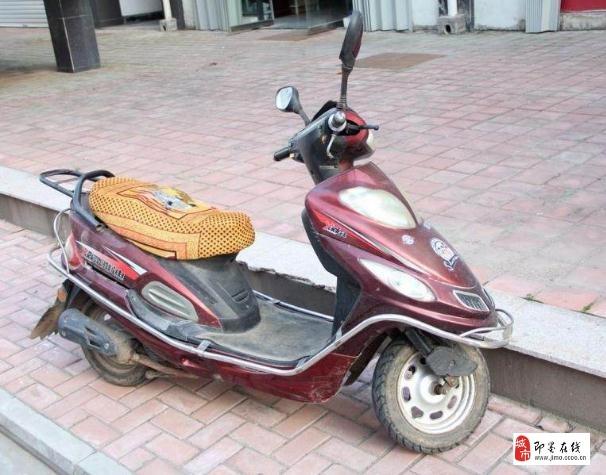 6成新雅迪摩托车