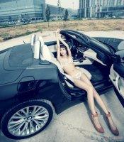 娇艳美女激情驾驭黑色超跑