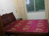 二手床,九成新,送配套的棕垫和床头柜