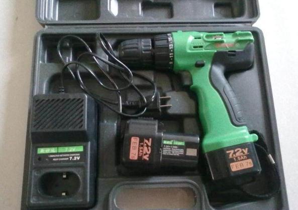 2v充电手电钻,9.9成新,买了就没用过,带两块电池,一个充电器.