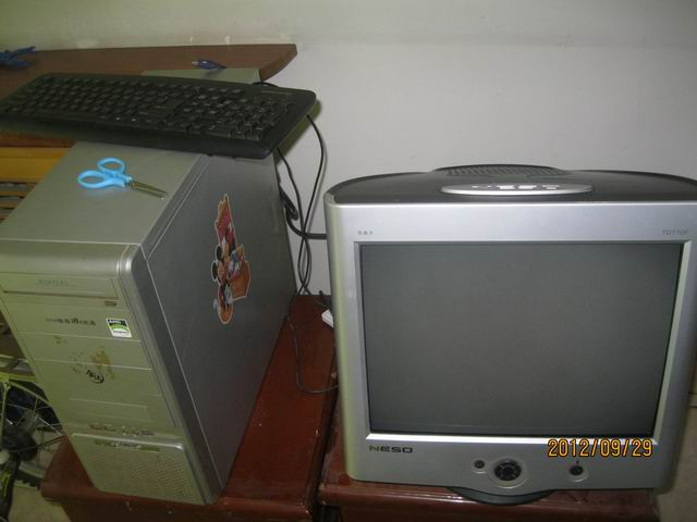 低价出手二手17寸纯平显示器一台另送主机一台
