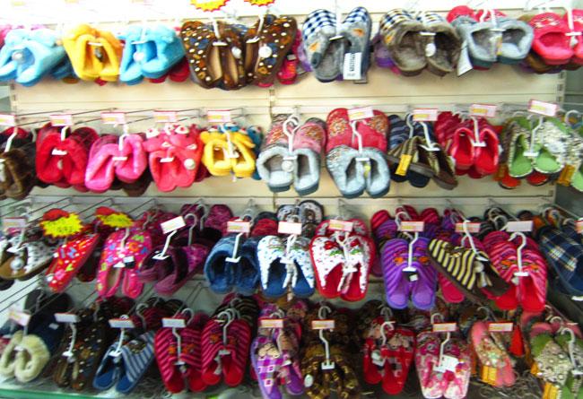 超市拖鞋陈列造型相关图片展示
