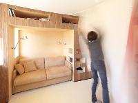 55平米公寓装下八张床