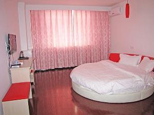 宾馆圆床房