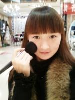 青青,化妆师