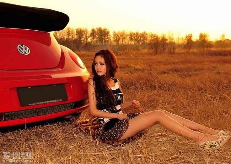妖精化身车模妩媚妖娆