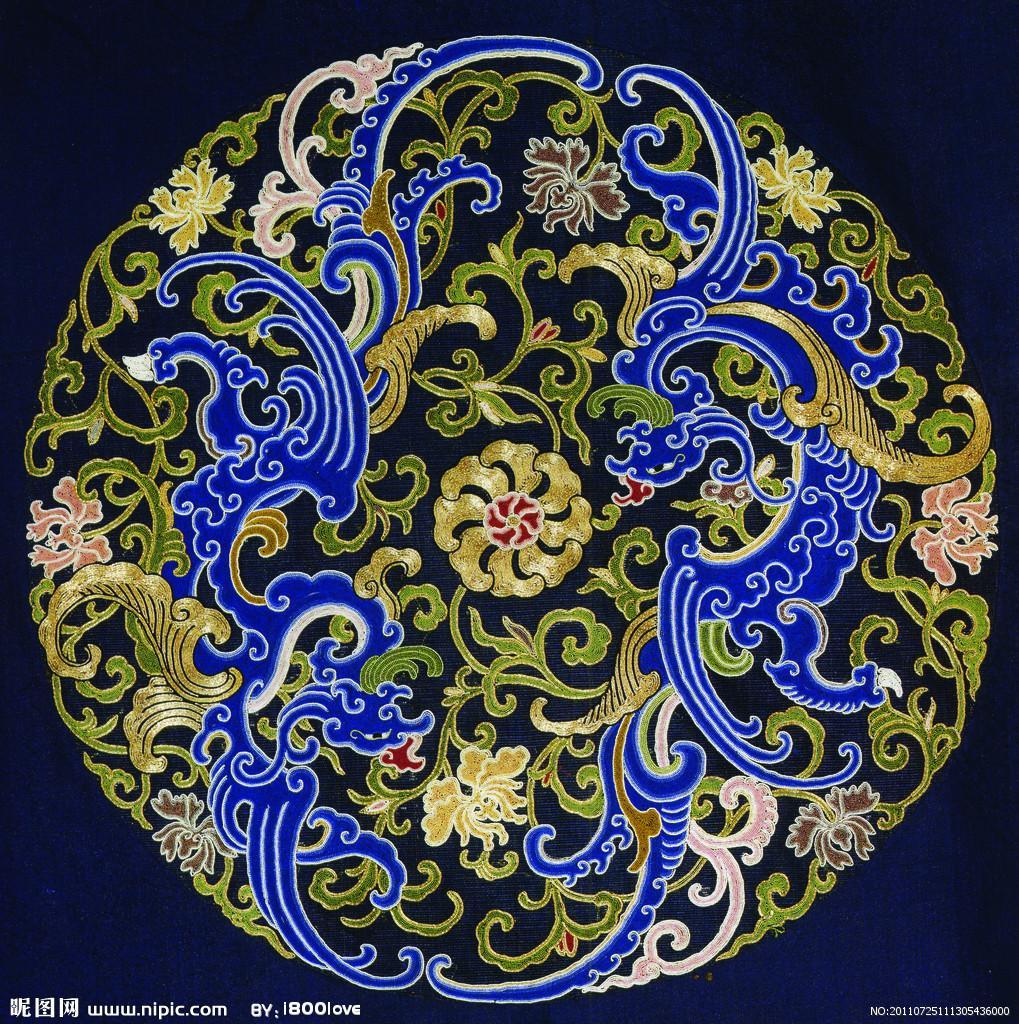 """刺绣[1],古代称之为针绣,是用绣针引彩线,将设计的花纹在纺织品上刺绣运针,以绣迹构成花纹图案的一种工艺。古代称黹、针黹。因刺绣多为妇女所作,故又名""""女红""""。刺绣是中国古老的手工技艺之一,中国的手工刺绣工艺,已经有2000多年历史了。据《尚书》载,远在4000多年前的章服制度,就规定衣画而裳绣。至周代,有绣缋共职的记载。湖北和湖南出土的战国、两汉的绣品,水平都很高。唐宋刺绣施针匀细"""