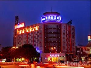 濮阳路尚白云宾馆
