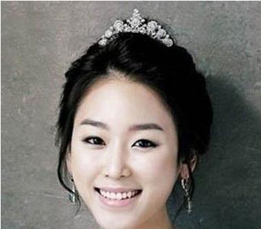 漂亮的韩式婚纱照发型