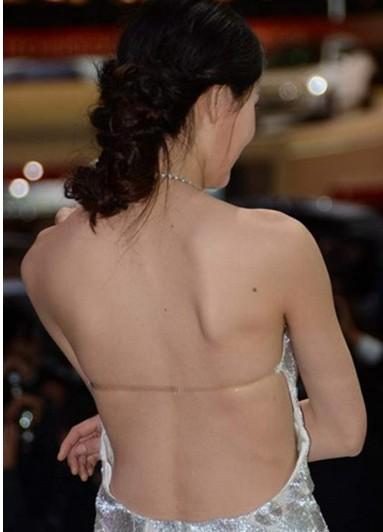 2013上海车展车模秀爆乳齐b短裙走光露底 周韦彤露胸