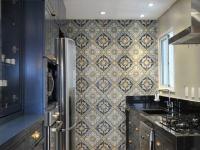 一块壁纸的轻轻装饰让整个厨房空间风韵点燃