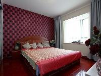 105平水晶般现代婚房装修 咖啡色调镜面设计三居