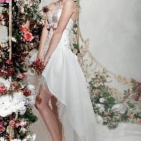 既浪漫又性感的飘逸婚纱