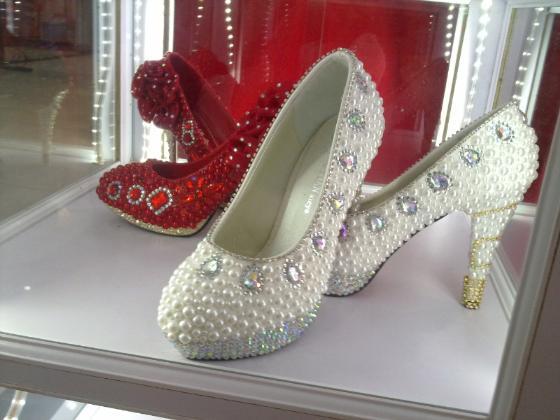 本店出租出售各种高档水晶鞋