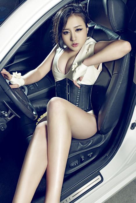 美女车模刘静怡-性感写真