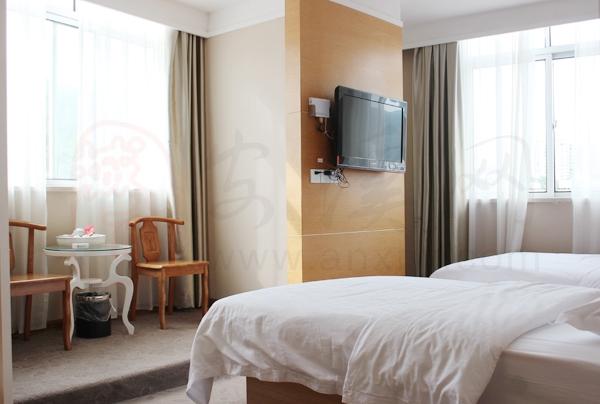 仅158元,享【安溪速8酒店】价值208元高级商务双人房住房一晚,龙湖汽车站对面,可叠加使用,节假日通用!