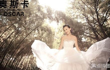 仅售3299元,价值12888元婚纱摄影套餐!加穿万元水晶婚纱,奢华风格,记录美丽瞬间,再现幸福时刻!