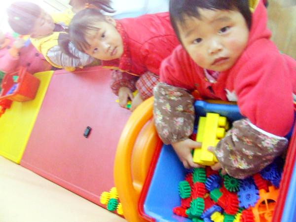 幼儿园玩玩具不安全图片