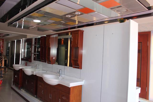 电动伸缩门,白钢门,防盗门,塑钢围栏及室内装修,高档器具,高,中档洁具