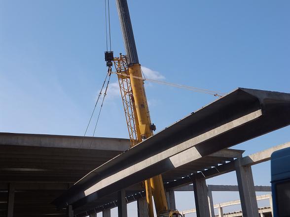 双t板与钢结构大跨度构建和金属拱板屋面相比
